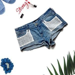 Hollister Low-Rise Short-Short Crochet Size 5